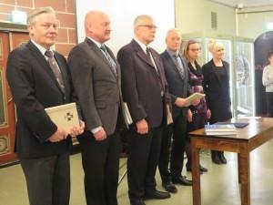 Näyttelyn ohjausryhmään kuuluivat: Juha Levonen, Timo Sysilampi, Raimo Nissinen, Jorma Jokisalo ja Kirsi Hänninen.